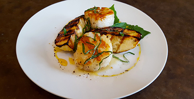 Image of Grilled Scallops with Grilled Apples and Honey Drizzle